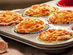 Солени мъфини със сирене и кашкавал - снимка на рецептата